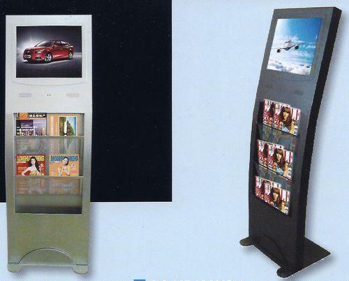 totem multimédia - totems forme courbe avec écran en partie haute et portes-documents en partie basse