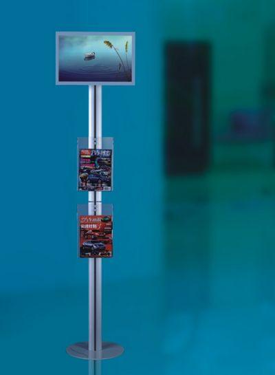 totem publicitaire intérieur - écran Lcd de 22 pouces sur colonne avec en dessous deux portes-documents